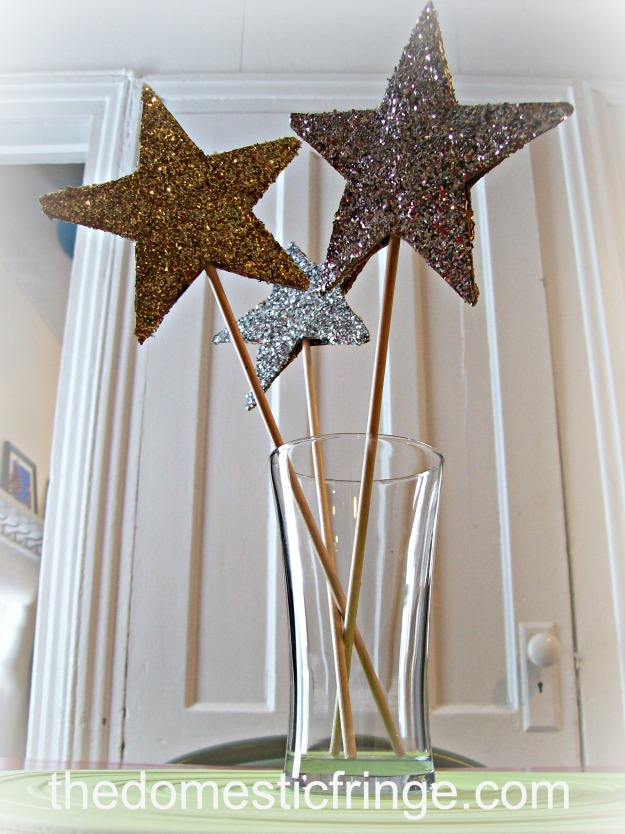 DIY New Year's Eve stars with glitter
