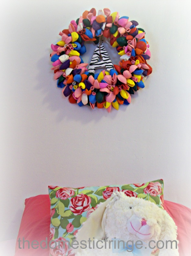 balloon wreath over bed